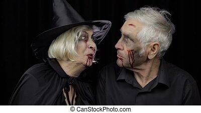 halloween, kiss., zombi, costumes, homme, sorcière, personnes agées, confection, femme