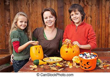 halloween, przygotowując, rodzina, szczęśliwy