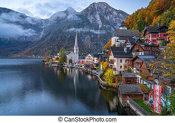 hallstatt, villaggio montagna, in, crepuscolo, in, cadere, salzkammergut, austria