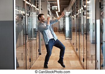 hallway, arbeider, bevordering, succes, gekregen, vieren, dancing, zakenkantoor