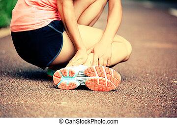 halten, frau, verdreht, läufer, knöchel, sie