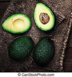 halved, avocado, en, geheel, op, rustiek, achtergrond