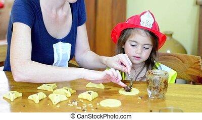 hamantaschen, enfant, elle, juif, cuisine, purim, petit gâteau, préparer, mère, ho