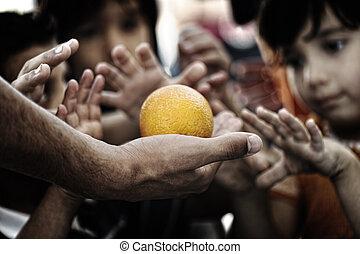 hambriento, niños, en, campo refugiado, di
