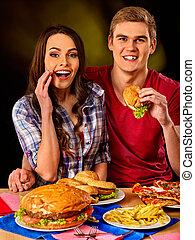 hamburger., comer, par, rapidamente, alimento., mulher, comer, homem