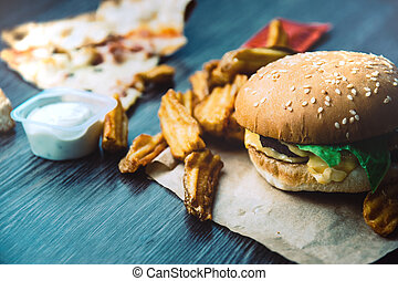 Hamburger, french fries deluxe, pizza, cheese, lettuce and sour cream sauce. Fast food