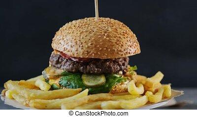 hamburger, frites