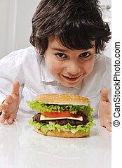 hamburger, kleiner junge, reizend