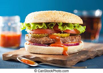 hamburger, mit, rindfleisch, patty, kopfsalat, zwiebel,...