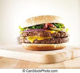 hamburger, pancetta affumicata, formaggio, doppio