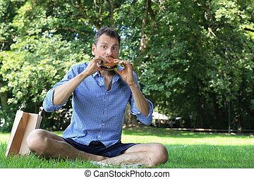 hamburger, park, man, zijn, het genieten van