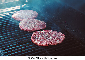 hamburger, su, griglia, con, fiamme, cotto, a, perfezione