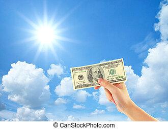 hand, ausstellung, geld, aus, himmelsgewölbe, mit, wolkenhimmel, und, sonne