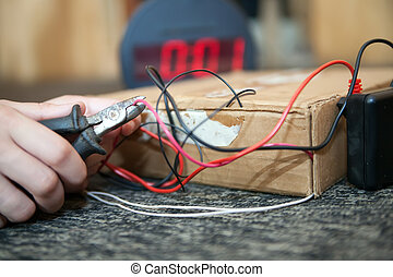 hand deactivationing of bomb with electronic timer