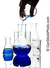 hand, flytande, blå, kemisk vätska, in i, kolv, isolerat