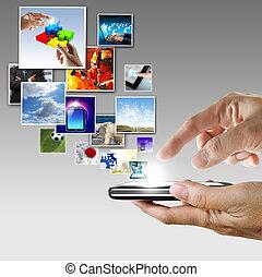 hand, hält, berührungsbildschirm, handy, strömend, bilder
