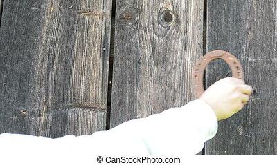 hand hang horse shoe - Hand hang retro rusty horse shoe on...