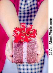 hand holding gift