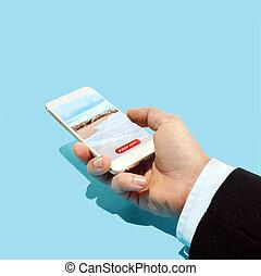 hand houdend, smartphone, met, hotel, boeking, toepassing, op het strand, en blauw, hemel