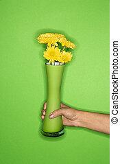 hand houdend, vaas, met, flowers.