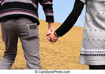 hand-in-hand., coppia, amore, in, autunno, scenario