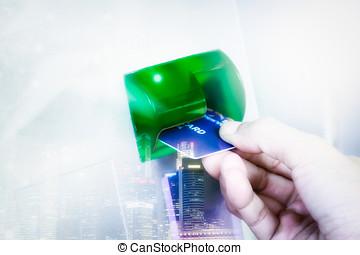 hand, infogar, bankomatkortet, in i, strand maskin, till undandra, pengar, av, kvinna, med, kreditkort, användande, a, atm, bakgrund, bakgrund, och, selektiv, fokus.