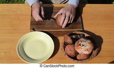 hand knife clean mushroom