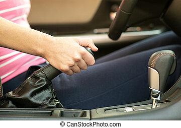 hand, kvinnlig, uppe, bil., chaufför, bromsa, nära, ...