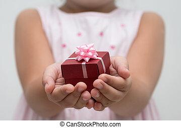 hand, mit, geschenkschachtel
