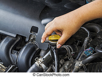 Hand open radiator cap for engine cooling