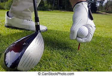 hand, plaatsing, een, tee, met, golf bal