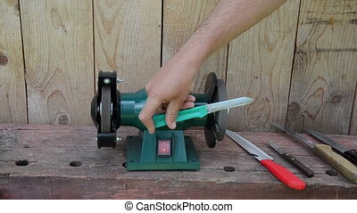 hand shapern knife