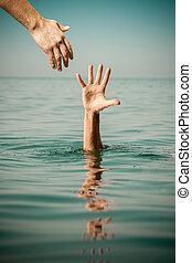 hand, van, helpen, voor, verdrinking, man, leven redden, in, zee water