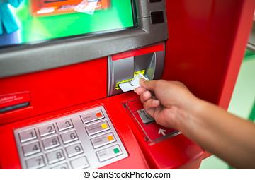 hand, van, man, met, kredietkaart, gebruik, een, pinautomaat