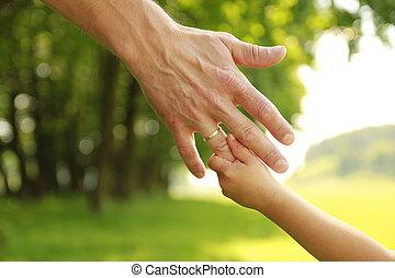 hand, van, ouder en kind, in, natuur