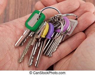 hand, verdragend, sleutelbos