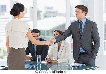 handdruk, om te, zeehondje, een, delen, na, een, werk, werving, vergadering