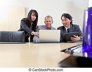 handel team, doorwerken, draagbare computer