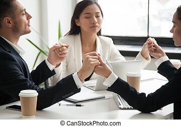 handel team, holdingshanden, biddend, voor, succes