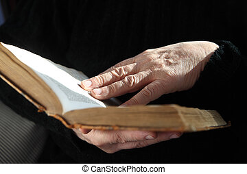 handen, boek, oud, senior, lezer