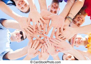 handen, bovenzijde, buitenshuis, tieners, anderen, elke