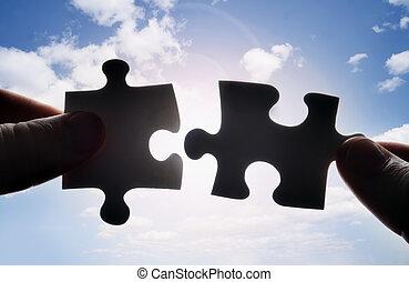 handen, het proberen, te passen, twee, puzzelstukjes, samen