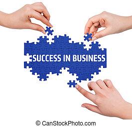 handen, met, raadsel, vervaardiging, succes, in, zakelijk, woord, vrijstaand, op wit