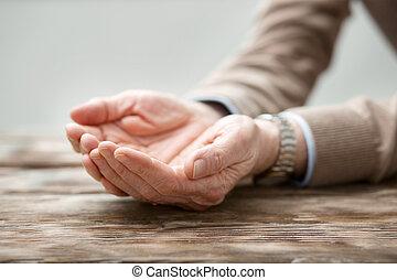 handen, van, een, aardig, oudere man, wezen, gehouden, samen