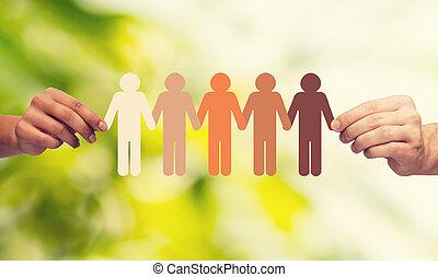 handen, vasthoudend papier, ketting, multiracial, mensen