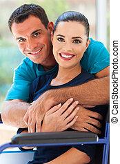 handicapé, aimer, mari, étreindre, épouse