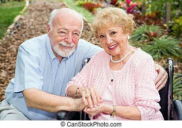 handicapé, couples aînés, dehors