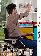 handicapé, couverture, homme, dehors, atteindre