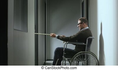 handicapé, fauteuil roulant, homme affaires