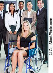 handicapé, femme affaires, jeune, équipe